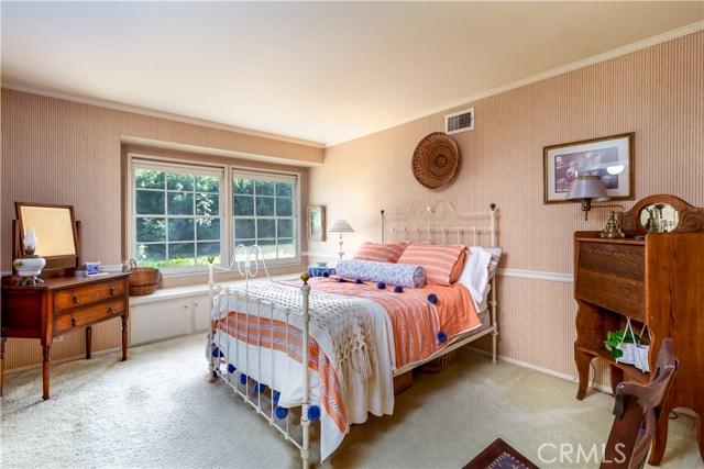 5201 Collier Place, Woodland Hills CA: http://media.crmls.org/mediascn/ba6e94a2-3a4e-4559-904a-33345b78a518.jpg