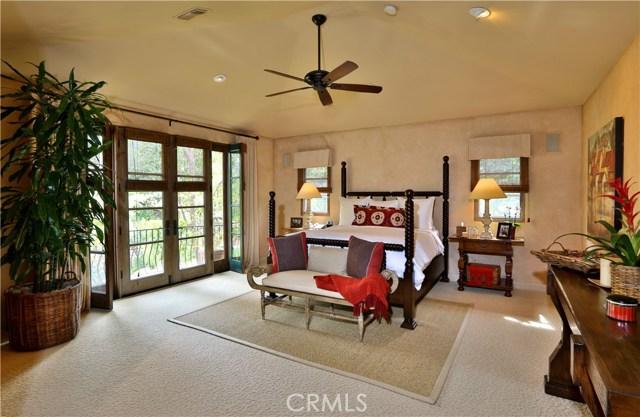 24520 Wingfield Road, Hidden Hills CA: http://media.crmls.org/mediascn/ba709fad-d742-41b4-b920-de481e14aae2.jpg