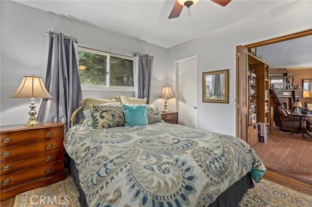 19531 Calvert Street, Tarzana CA: http://media.crmls.org/mediascn/bac96ded-d86b-4302-882e-334181a757ed.jpg
