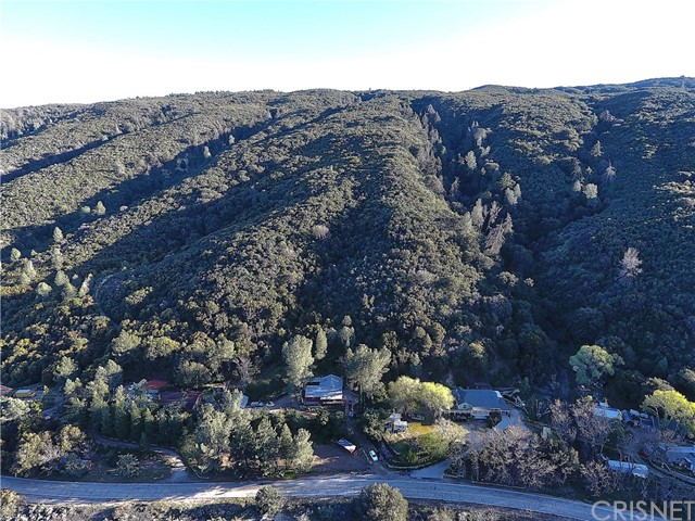 20872 Pine Canyon Road, Lake Hughes CA: http://media.crmls.org/mediascn/bae72f72-7c90-47dd-bfa6-ac87af57c9a6.jpg