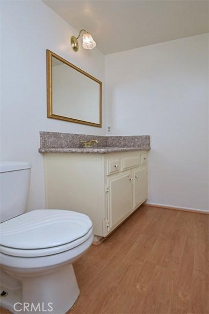 6221 1/2 Nita Avenue, Woodland Hills CA: http://media.crmls.org/mediascn/bb9582f9-34e7-4935-87ef-2c62dd0d5609.jpg