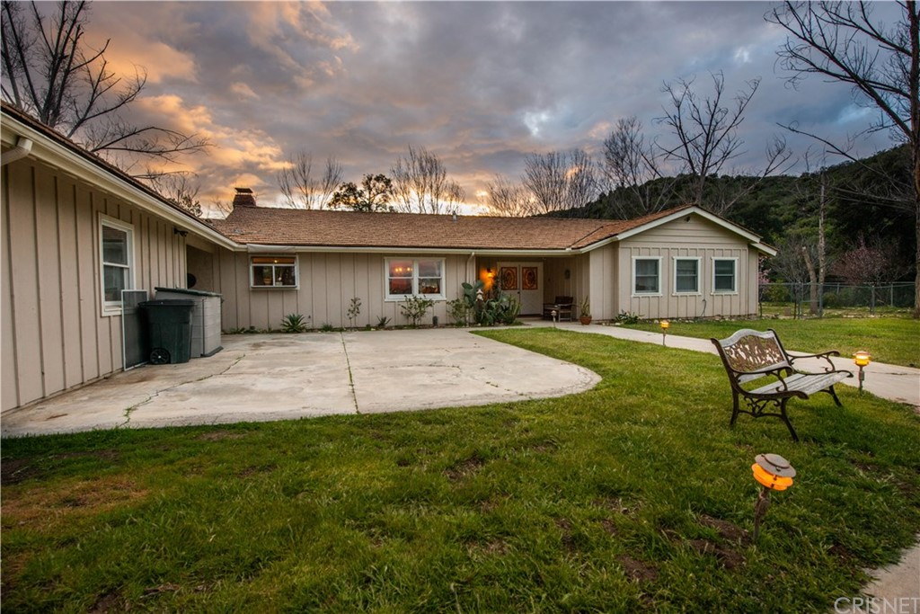 Photo of 26615 MOUNTAIN PARK Road, Canyon Country, CA 91387