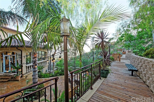 1175 San Clemente Way, Camarillo CA: http://media.crmls.org/mediascn/bbf9e8ae-ddb3-43f1-9888-f1a12a51119a.jpg