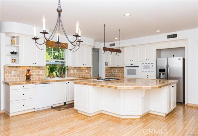 独户住宅 为 销售 在 805 W Gabrielino Court 阿尔塔迪纳, 加利福尼亚州 91001 美国