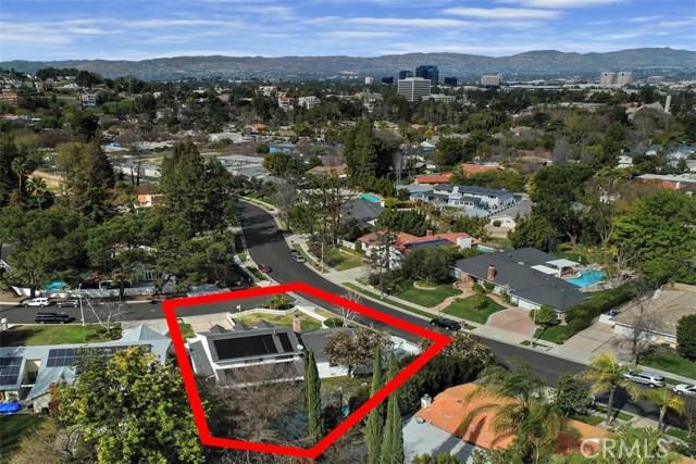 4838 Quedo Place, Woodland Hills CA: http://media.crmls.org/mediascn/bc71d9d5-1c67-40fd-af1b-73285d5c1669.jpg