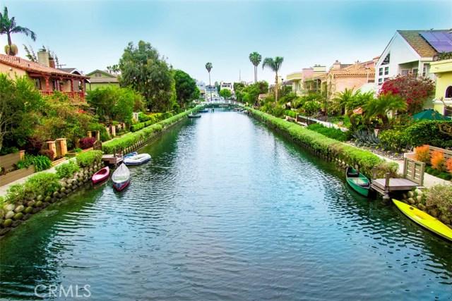 214 Sherman Canal, Venice CA: http://media.crmls.org/mediascn/bc806abb-cce2-48dc-8fcf-8d2cd8148fb7.jpg