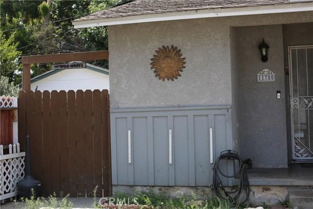 11750 214th Street, Lakewood CA: http://media.crmls.org/mediascn/bca8d0c8-7a0e-4c4c-89fd-0f9e242241cf.jpg