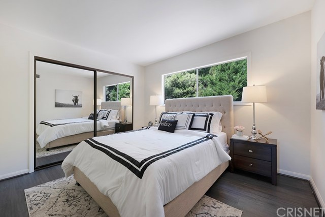 5245 Elvira Road, Woodland Hills CA: http://media.crmls.org/mediascn/bdcef0b3-d8f1-44cf-b846-5a7ec8aaed63.jpg