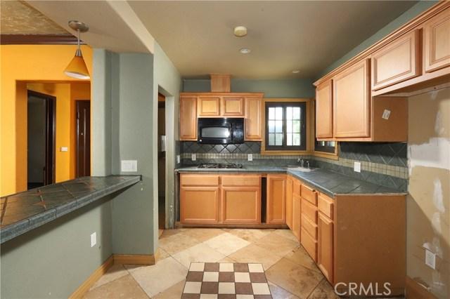 10550 Oxnard Street, North Hollywood CA: http://media.crmls.org/mediascn/be2f9282-86fc-431d-be83-a94819460cc4.jpg