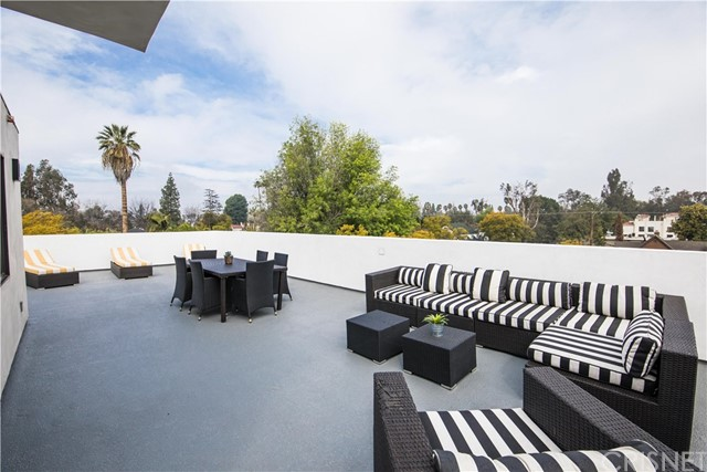 4222 1/2 Gentry Avenue, Studio City CA: http://media.crmls.org/mediascn/be53c16d-8003-4c01-8c6e-d3ff1be03f41.jpg