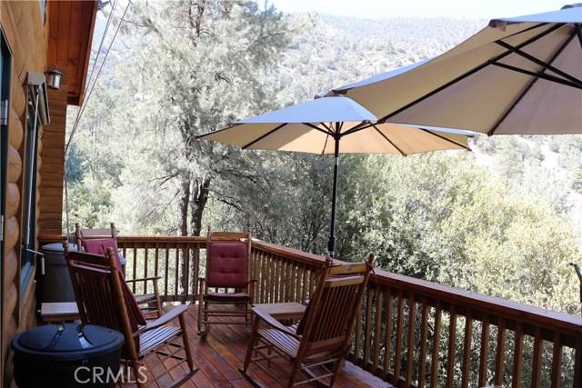 15817 Edgewood Way, Pine Mtn Club CA: http://media.crmls.org/mediascn/be59c01f-5b20-4a20-8d56-79c55b6f5e58.jpg