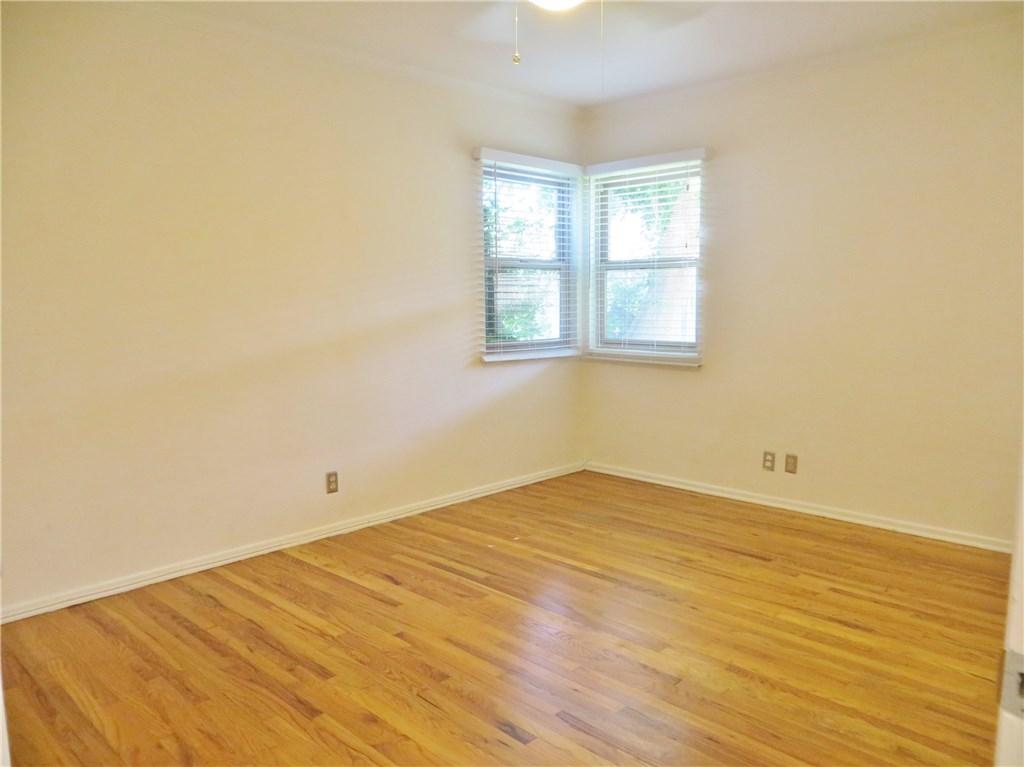 4441 Hazeltine Avenue, Sherman Oaks CA: http://media.crmls.org/mediascn/be74e74f-b9c6-4bf5-ad8d-0337bf5b2e5d.jpg