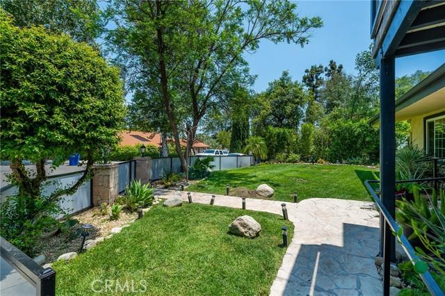 20324 Reaza Place, Woodland Hills CA: http://media.crmls.org/mediascn/be76fbe4-86c5-466b-9bb2-cb7af74d57b6.jpg