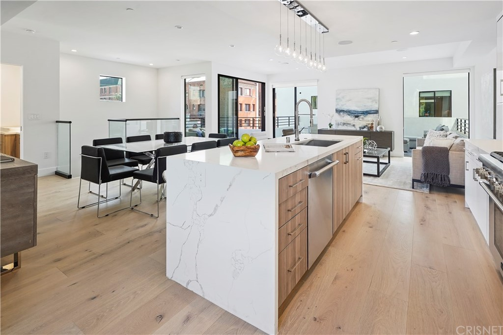 Photo of 733 NORTH GRAMERCY PLACE, Hollywood, CA 90038
