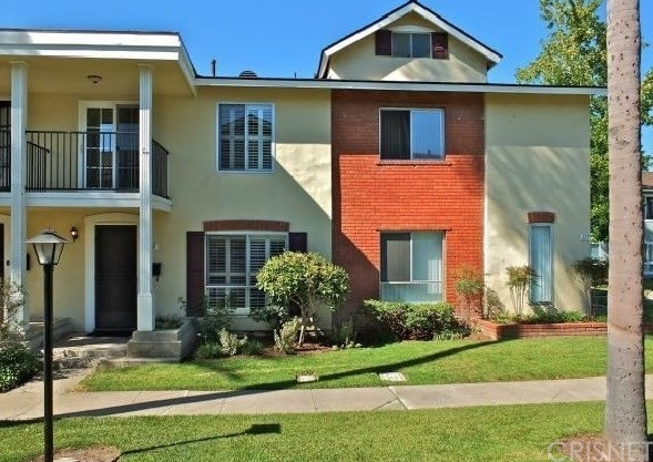 Townhouse for Sale at 12100 Montecito Road Los Alamitos, California 90720 United States