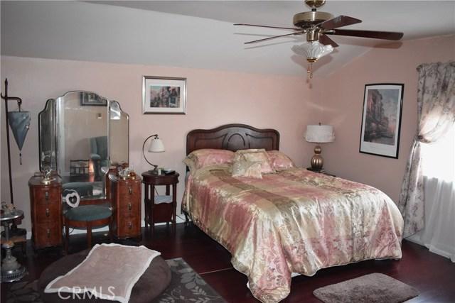 41631 55th W Street, Quartz Hill CA: http://media.crmls.org/mediascn/bf0c8e8d-f67b-4e9a-9b47-ea466f817916.jpg
