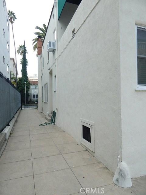 134 S Palm Drive, Beverly Hills CA: http://media.crmls.org/mediascn/bf1f8b16-f664-4ac5-8fe0-21138f515796.jpg