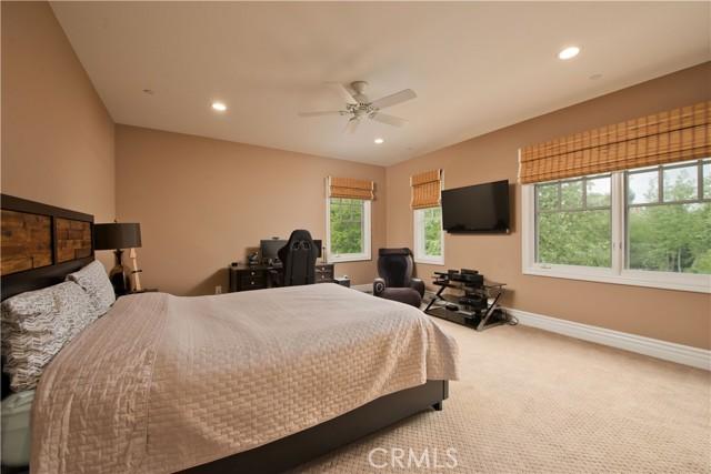 1495 Cheviot Hills Court, Westlake Village CA: http://media.crmls.org/mediascn/bf86666f-f850-46c9-89b4-47df4bd5315a.jpg