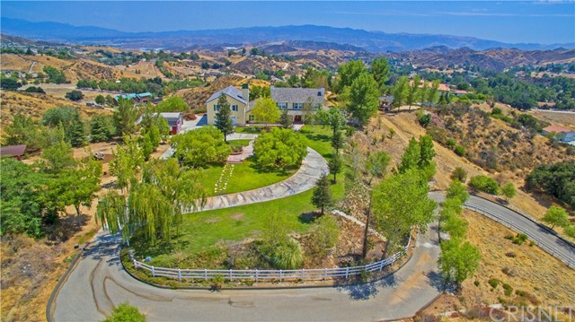 Single Family Home for Sale at 30830 Stone Creek Road Castaic, California 91384 United States