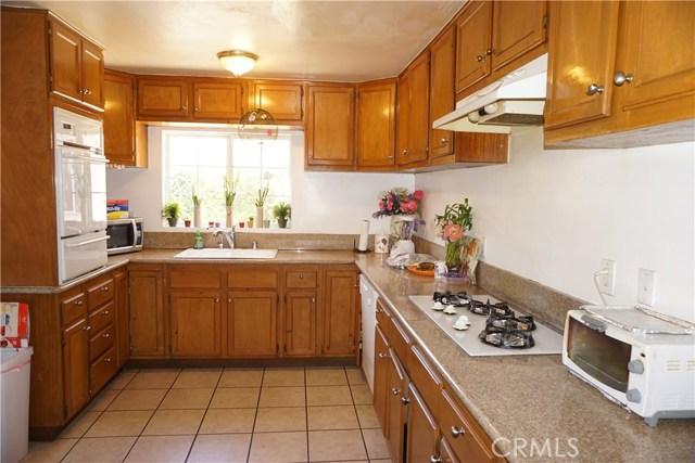 21007 Ingomar Street, Canoga Park CA: http://media.crmls.org/mediascn/bfd32de3-941d-4503-bb56-33e79f53f8b2.jpg