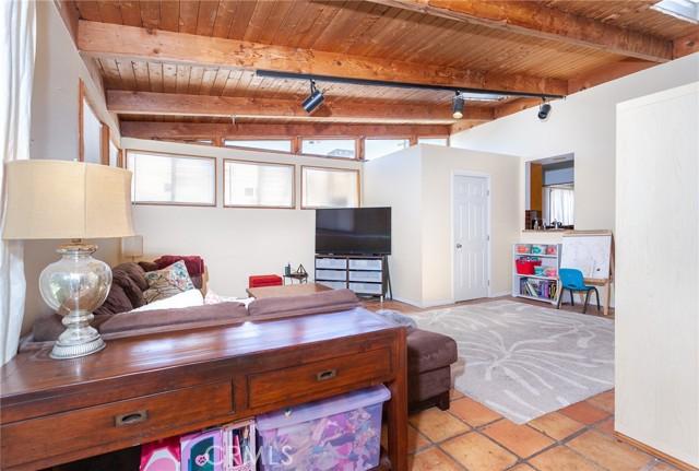 5706 Costello Avenue, Valley Glen CA: http://media.crmls.org/mediascn/bfe064e8-cb90-46c7-840c-ee4ef8be6cdc.jpg