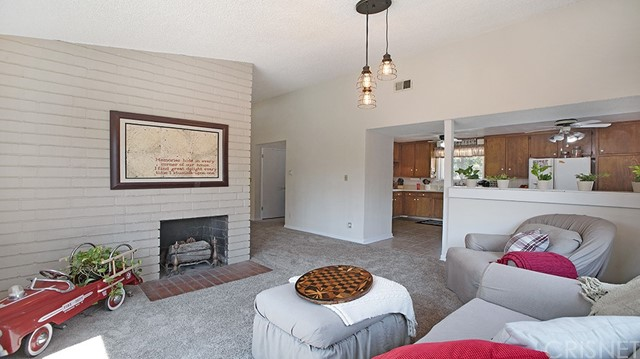 20338 Itasca Street, Chatsworth CA: http://media.crmls.org/mediascn/c00efdb6-bdc6-426d-9bf2-d815db9cba8a.jpg