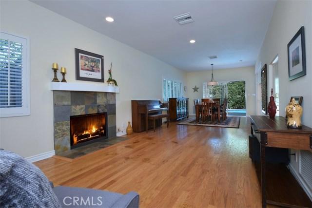 23307 Weller Place, Woodland Hills CA: http://media.crmls.org/mediascn/c0148ded-f1d5-4dcd-b250-764a00b13358.jpg