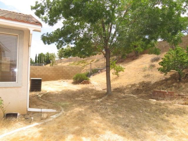 4064 Portola Drive, Palmdale CA: http://media.crmls.org/mediascn/c07f83c9-ee7e-4a15-bd9b-446255f2d5f3.jpg