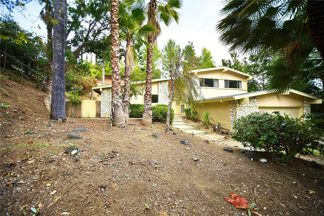 19545  Valdez Drive 19545  Valdez Drive Tarzana, California 91356 United States