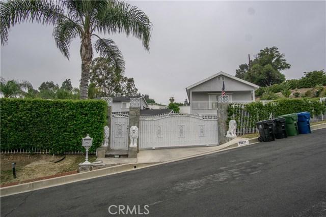 12321 Luna Place, Granada Hills CA: http://media.crmls.org/mediascn/c0cee8ce-2758-4efb-8e84-c7226f981c27.jpg