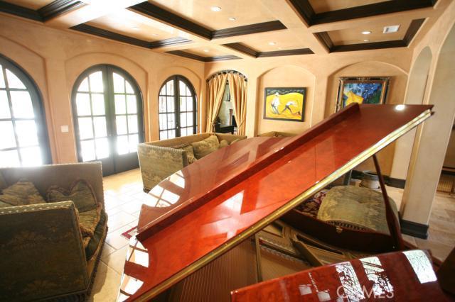 25202 Prado Del Misterio, Calabasas CA: http://media.crmls.org/mediascn/c14bc41d-c2e2-4ee8-8ef9-e81d87602f9a.jpg