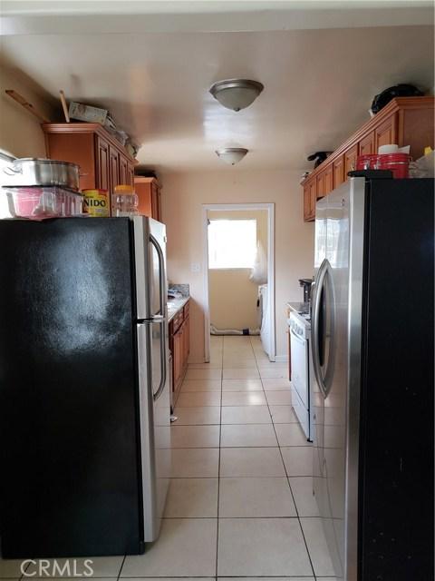 9656 Sandusky Avenue, Arleta CA: http://media.crmls.org/mediascn/c1637388-1a0f-497a-b057-a4b82c220ce5.jpg