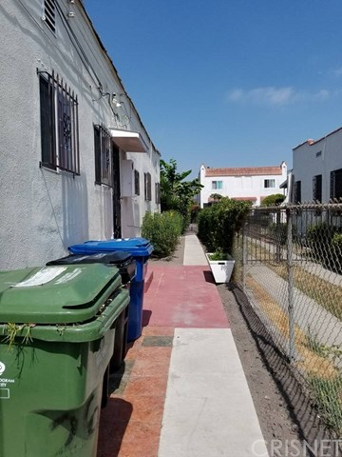 2621 Hillcrest Drive Los Angeles, CA 90016 - MLS #: SR17120393