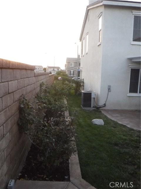 37624 Mangrove Drive, Palmdale CA: http://media.crmls.org/mediascn/c206ad07-f415-4e17-b131-f29198577b1b.jpg