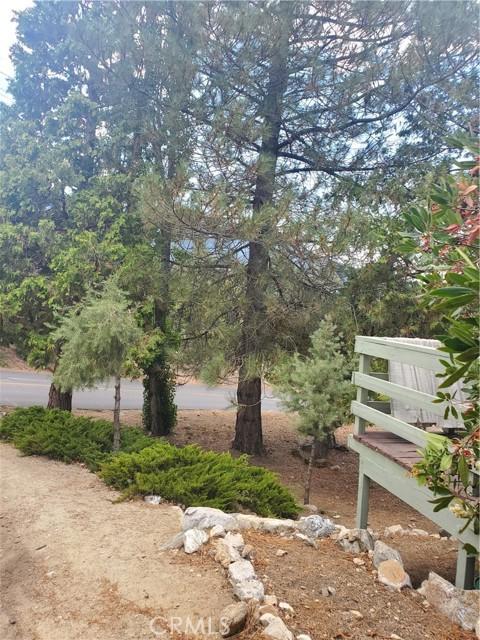 2056 Woodland Drive, Pine Mountain Club CA: http://media.crmls.org/mediascn/c211facc-2c2a-4900-9858-5bad3083b01a.jpg