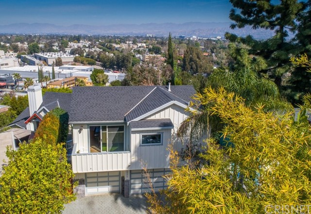 11771 Laurelwood Drive , CA 91604 is listed for sale as MLS Listing SR18125282