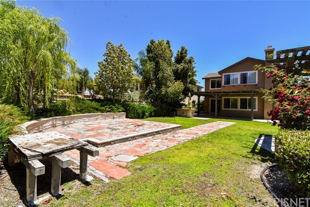 23813 Rio Ranch Way, Valencia CA: http://media.crmls.org/mediascn/c2c3a3de-39d6-4f95-b898-ebba0f399713.jpg