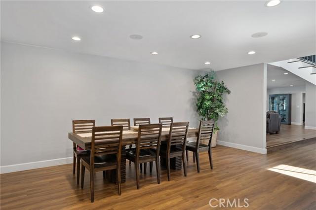 6140 Fenwood Avenue, Woodland Hills CA: http://media.crmls.org/mediascn/c2e26cf7-bfa9-41e3-9f3a-217d110e8167.jpg