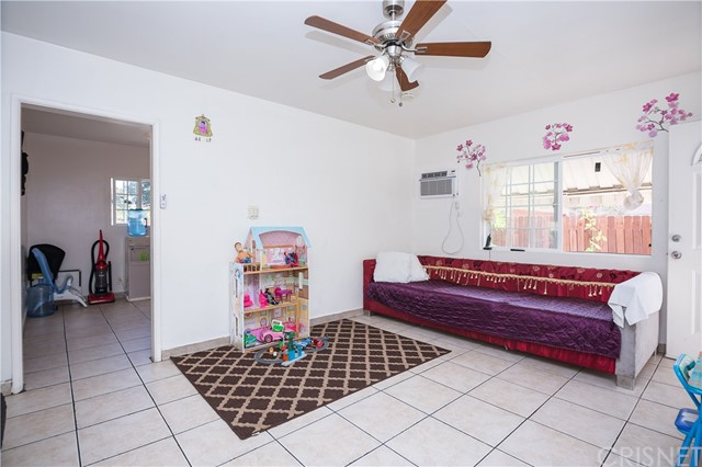11345 Hatteras Street, North Hollywood CA: http://media.crmls.org/mediascn/c39c5888-6406-4796-9d5b-dd3856bac173.jpg
