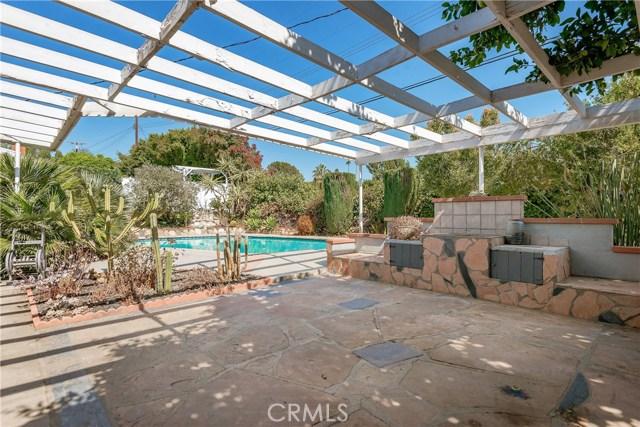 11702 Monogram Avenue, Granada Hills CA: http://media.crmls.org/mediascn/c3a00a07-598f-4a2e-9974-4f1dd4aa3513.jpg
