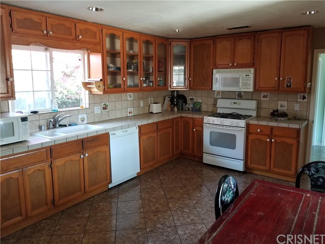 Additional photo for property listing at 11134  Oxnard Street 11134  Oxnard Street North Hollywood, California 91606 United States