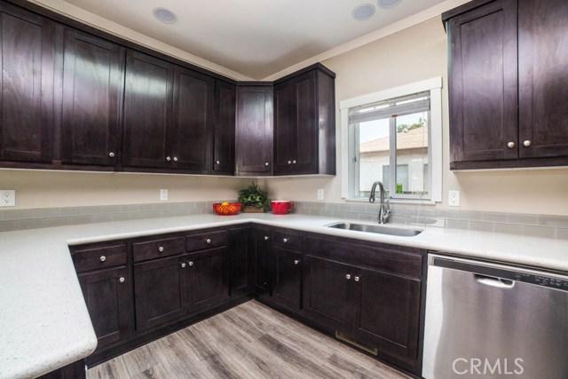 7514 N Jordan Avenue, Canoga Park CA: http://media.crmls.org/mediascn/c3ca4abf-66b9-40a7-b25c-1c46e411e17d.jpg