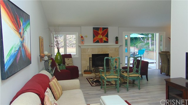 23704 Sandalwood Street, West Hills CA: http://media.crmls.org/mediascn/c3cfd407-ea85-41ec-aa86-b16c47459f41.jpg