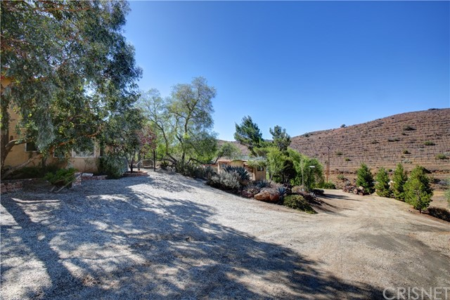 33381 Salty Dog Road, Acton CA: http://media.crmls.org/mediascn/c3f3f031-4619-471d-a38e-0be5d39f3dd6.jpg