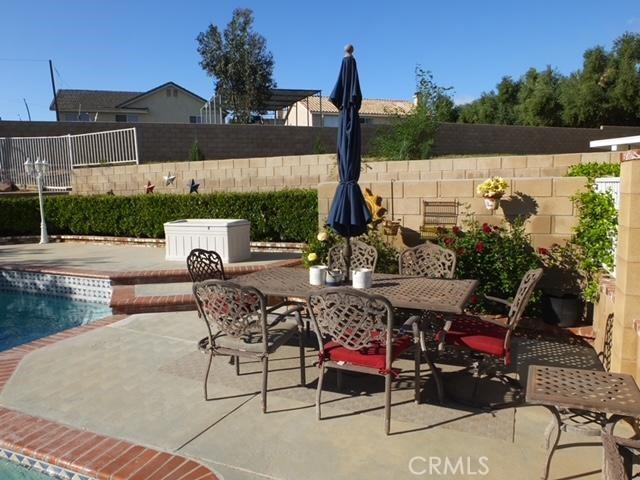 41428 Sandalwood Place, Lancaster CA: http://media.crmls.org/mediascn/c4236fdc-8bf3-4437-9d03-f64728a15b6e.jpg
