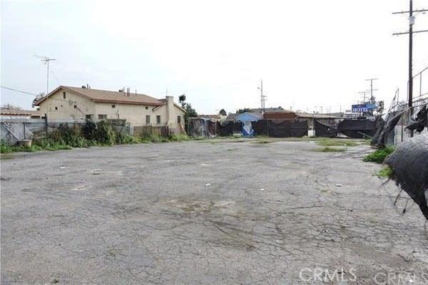 2401 Cole Place, Huntington Park CA: http://media.crmls.org/mediascn/c434fdd9-ad22-4370-85b0-c4f4240b4d9f.jpg