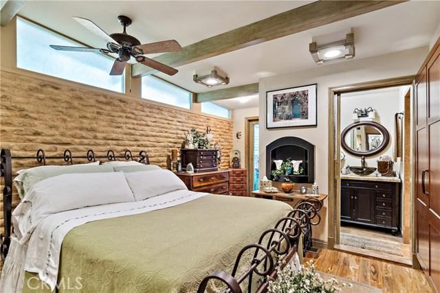 22133 Mulholland Drive, Woodland Hills CA: http://media.crmls.org/mediascn/c474d29f-5716-41aa-a87f-69b04b94b805.jpg