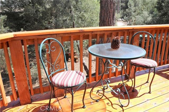 15817 Edgewood Way, Pine Mtn Club CA: http://media.crmls.org/mediascn/c48d13d6-c764-4dc3-93e5-b74be3e7dc16.jpg