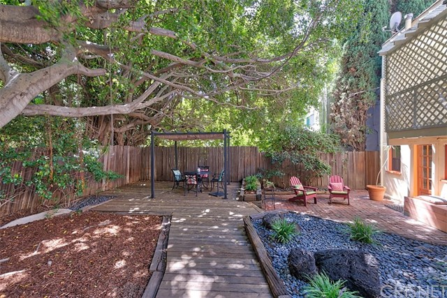 1522 Pandora Avenue, Westwood - Century City CA: http://media.crmls.org/mediascn/c49ba3b3-5c2c-4bb1-80bd-db8667285a3e.jpg