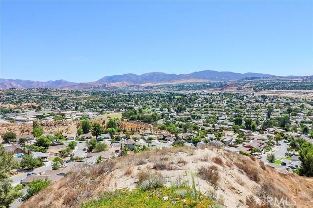 19602 Aldbury Street, Canyon Country CA: http://media.crmls.org/mediascn/c4a6a460-684f-4449-bf43-74b435e6eec4.jpg